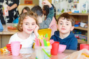 Kinderen krijgen lunch