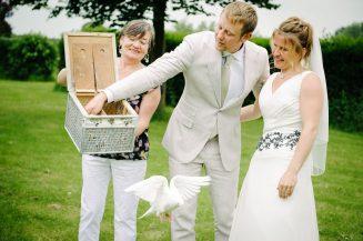 Witte duiven op bruiloft