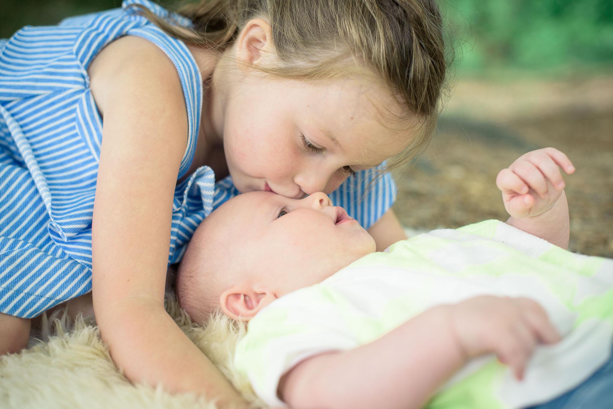 Baby en grote zus fotoshoot